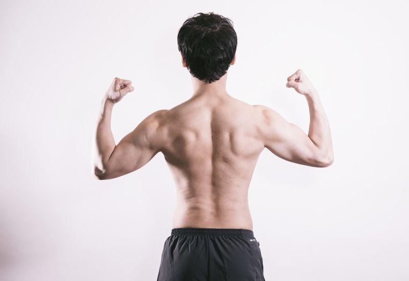 背中の贅肉を落とす!筋トレ初心者もできる背中痩せダイエットのやり方。